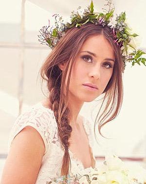 Венок на голове невесты