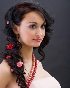 Свадебная прическа с косами и лентами